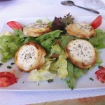 French salad with goat's cheese