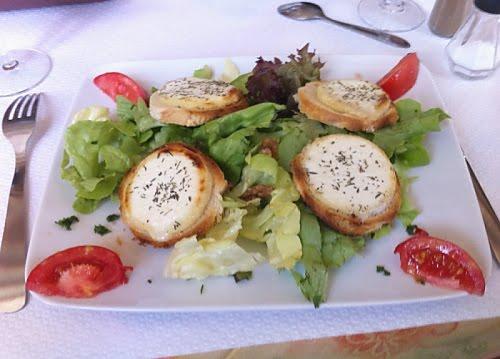 Salad appetizer in Neuil sur l'Autise