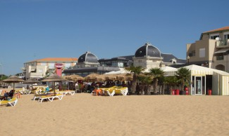 Casino and beach cafe at Châtelaillon plage (Beach)